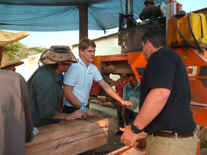 Com especialistas Wood-Mizer localmente